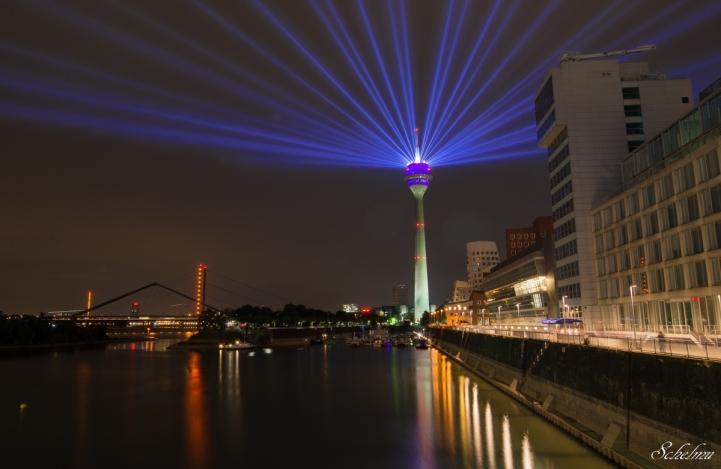 rheinkomet-rheinturm-dusseldorf-fernsehturm-lasershow