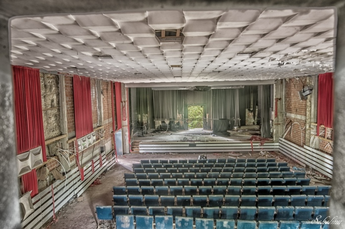 lost place urbex kaserne kino 2